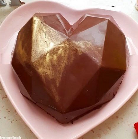 طرز تهیه کیک قلب با روکش شکلاتی ویژه ولنتاین و تولد