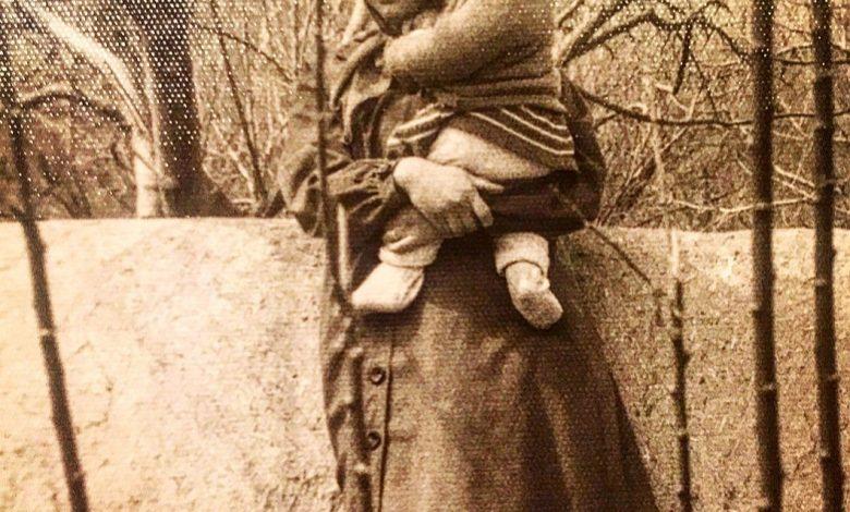 عکس کودکی مهراوه شریفی نیا بغل مادرش   دوران کودکی مهراوه شریفی نیا
