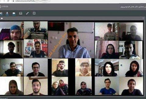 تدریس آنلاین زبان توسط فردسی پور به دانشجویانش در دانشگاه شریف! عکس