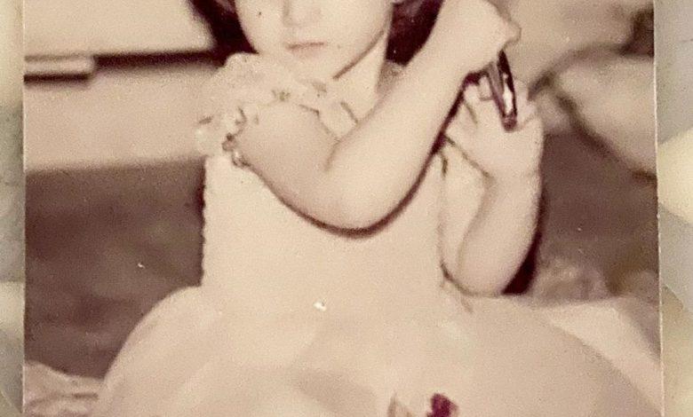 عکسی عروسکی از بهنوش طباطبایی   عکس کودکی بهنوش طباطبایی