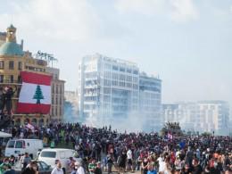 تصویر از اعتراض در لبنان؛ درگیری پلیس با تظاهرکنندگان خشمگین/ معترضان وارد ساختمان وزارت خارجه شدند – فرارو