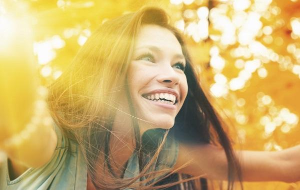 چگونه شاد زندگی کنیم؟ 27 نکته برای داشتن زندگی زیباتر