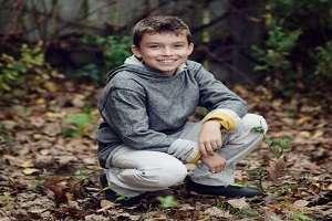 تصویر از ژست عکس پسر بچه در طبیعت