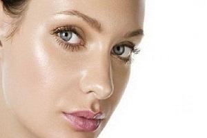 تصویر از مراقبتهایی برای پوستهای چرب