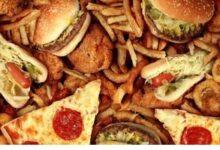 تصویر از عادتهای غذایی که میتوانند به چهره شما آسیب بزنند