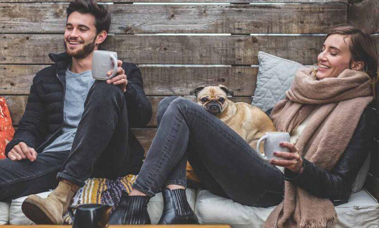 از کجا بفهمیم مردی عاشقمان شده است؟ ۸ رفتاری که عشق واقعی مرد را نشان می دهد