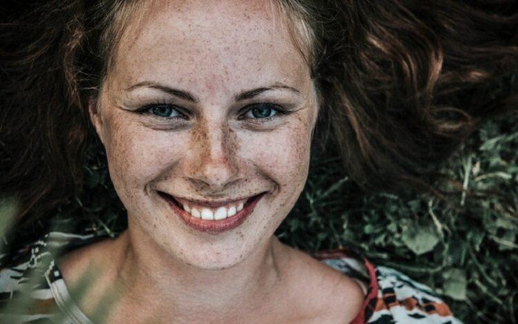 زیبایی واقعی یک زن به چه معناست؟ زن شاد و زیبا کیست؟