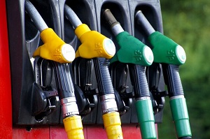 تصویر از خبری از گرانی قیمت بنزین نیست